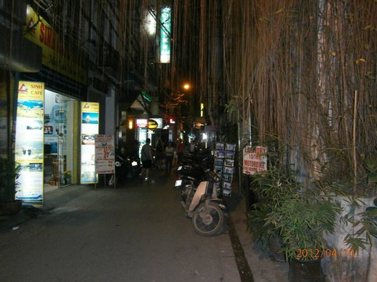 Vietnam Awesome Travel: Back alley