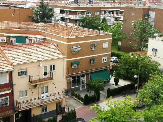 Hotel Villa De Barajas: El Campanilla visto desde la habitación