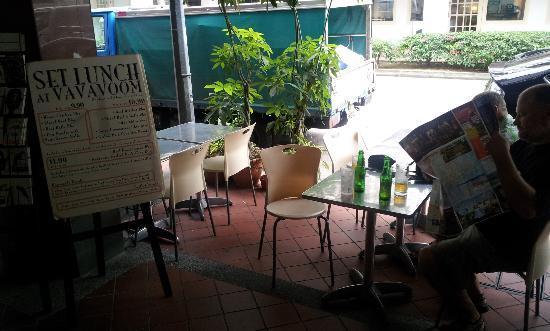 Va Va Voom Cafe: Pause