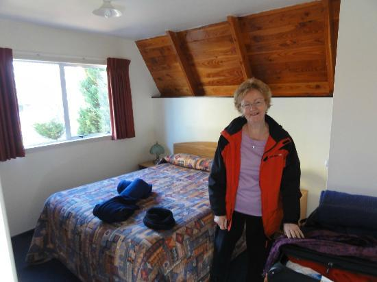 Mountain Chalet Motels: The main bedroom.