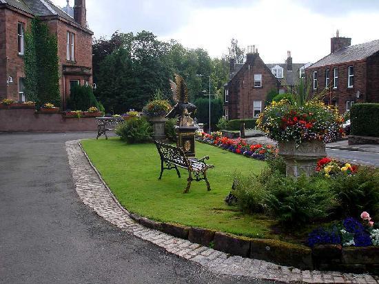 Hazeldean House: Front Garden