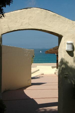 Hôtel Club Marina Viva : Vers la plage