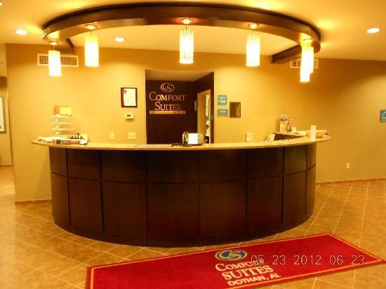 Comfort Suites Dothan: Front Desk