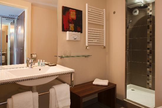 Hotel Le Relais Saint Jacques : une salle de bains