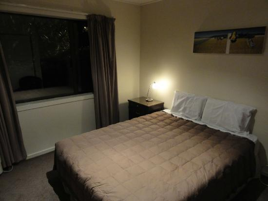 เซ้นต์เจมส์อพาร์ตเม้น: 2nd bedroom of 2br unit.