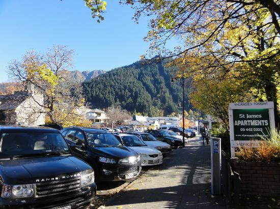 St. James Apartments: Literally walk out of units and you are right in the heart of Queenstown itself (and no hill cli