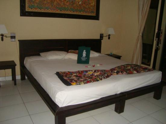 Taruna Homestay: bed