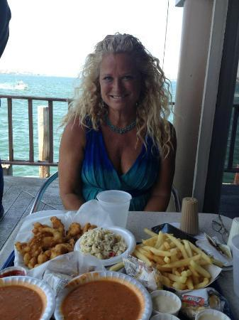 Anthony's Fish Grotto : deck seats