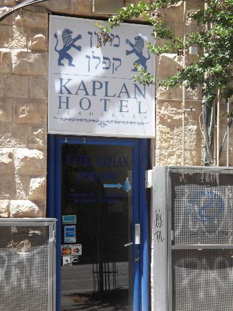 Kaplan Hotel: Entrance