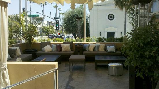 Crescent Hotel Beverly Hills: Great patio area
