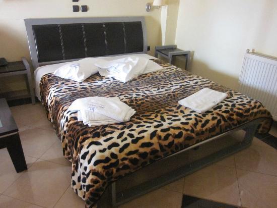 Hotel Petit Palais : Funky bedroom