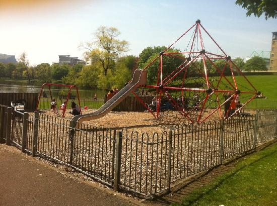 Lochend Serviced Apartments: childrens park across from Lochend Apartments
