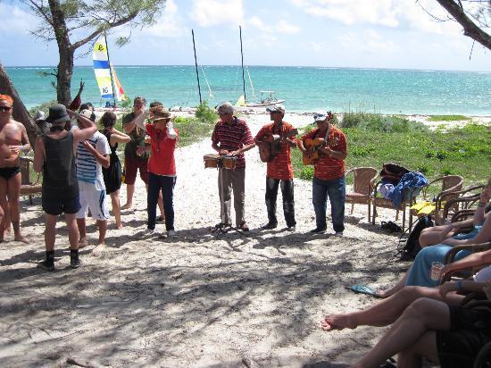 Hotel Brisas Covarrubias: Beach Band