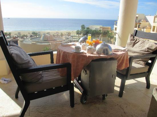 Pueblo Bonito Pacifica Golf & Spa Resort: Whale watching while we have breakfast.