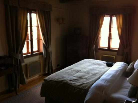 Golden Well Hotel: bedroom