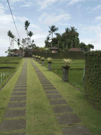 Villa Kaba Kaba Resort Bali: Villa Kaba Kaba and driveway