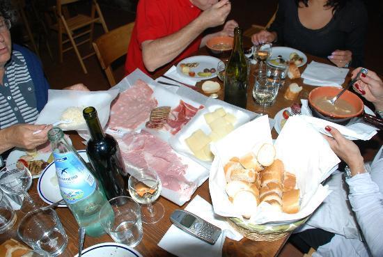 Gradisca d'Isonzo, Italia: Salumi - pasta e fagioli