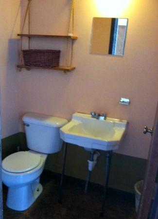 New Camaldoli Hermitage: Bathroom