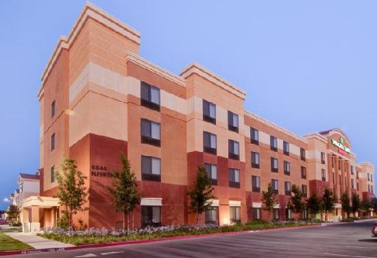 SpringHill Suites Fresno: Exterior