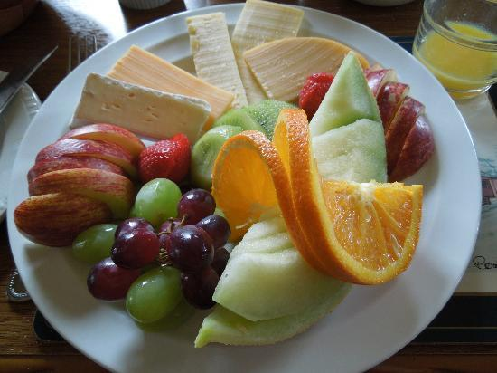 Cappabhaile House: Fruit & cheese platter
