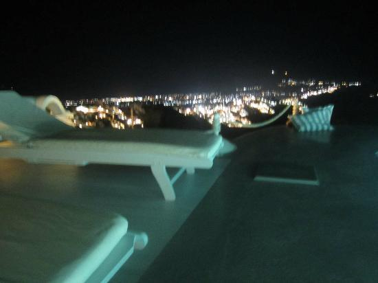 Altana Traditional Houses and Suites: Great views at night by the pool