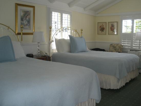 Carmel Green Lantern Inn: Maple room