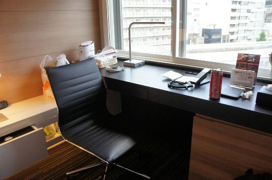 Mitsui Garden Hotel Ueno: desk area