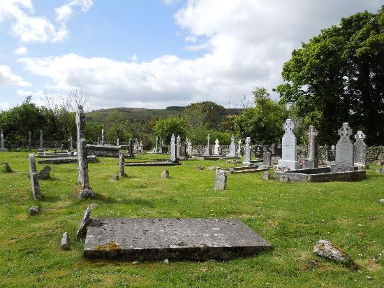 Dysert O Dea Church: graveyard