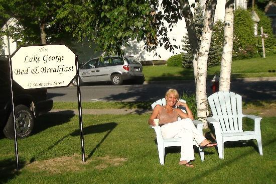 Lake George Bed and Breakfast: B&B drinking coffee outside
