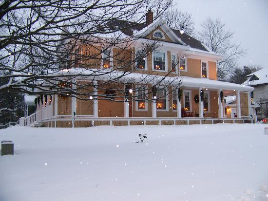 Colby House Bed & Breakfast: Colby House at Christmas