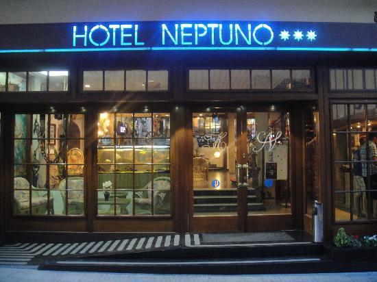 Hotel Neptuno & Apartments: Facade