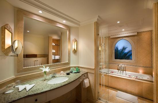 เคมพินสกี โฮเทล โซมาเบย์: Bathroom