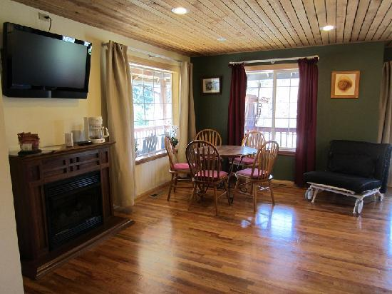 Wind Mountain RV Park and Lodge: Room 4