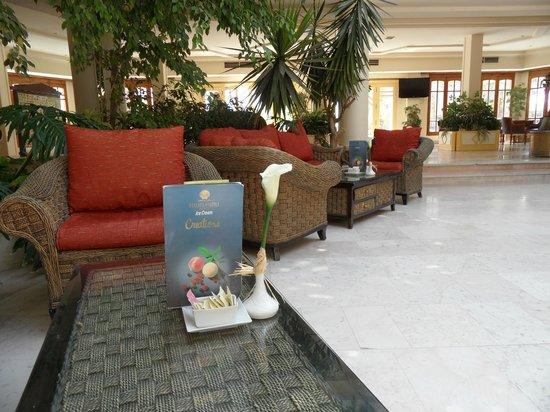 The Grand Hotel Hurghada : lobby bar