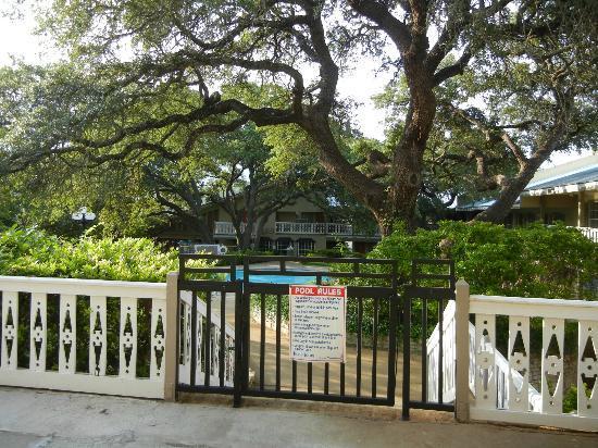 BEST WESTERN Sunday House Inn: Swimming Pool Area
