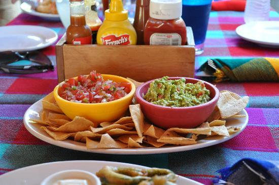 Buzzards Bar & Grill: The best salsa and guacamole
