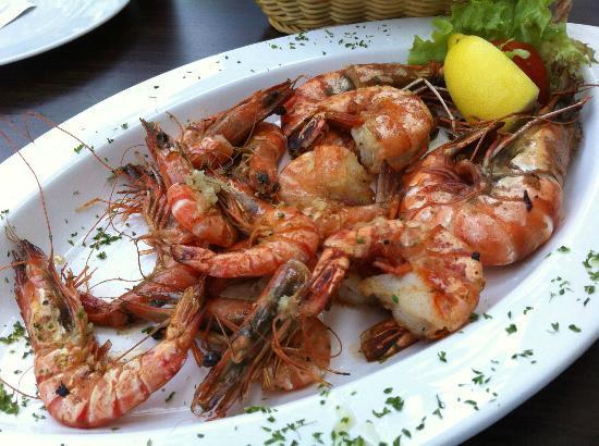 El Pescador: Grillteller mit Garnelen