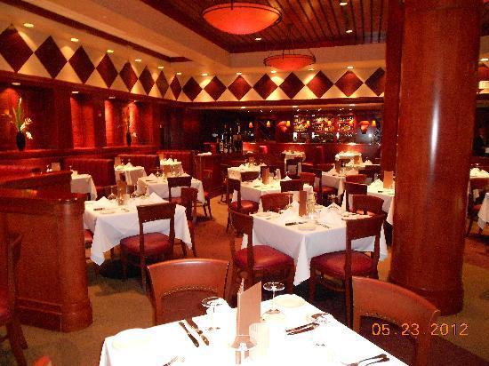 Fleming S Prime Steakhouse Wine Bar Dining Room