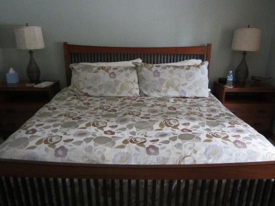 Hidden Creek Bed and Breakfast: great beds