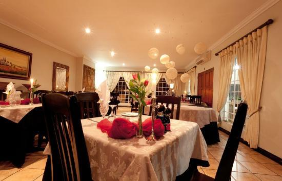 AfricaSky Guest House: Restaurant