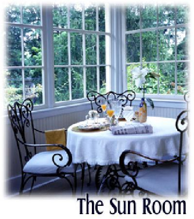 At Cumberland Falls Bed and Breakfast Inn: A sunny disposition is sure to follow some time in our Sunroom