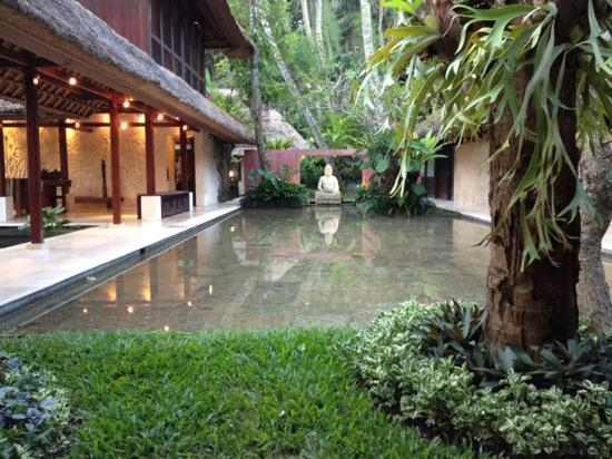 Villa Pantulan: the reflection pool
