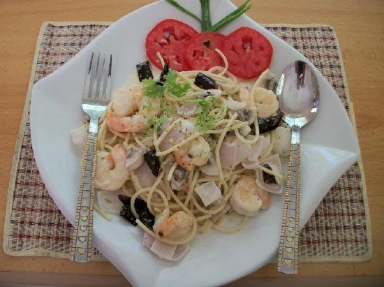 Siam Kitchen : Thai-style Spaghetti with White Sauce and Shrimp