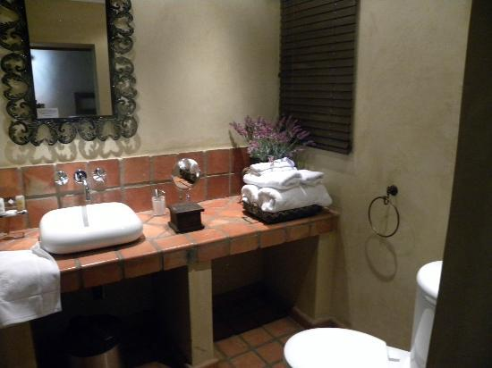 Opikopi Guest House: Bathroom
