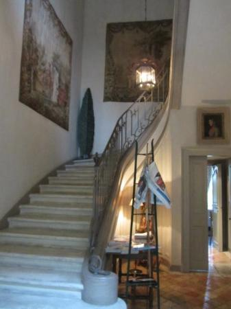 La Mirande Hotel: steps up from foyer