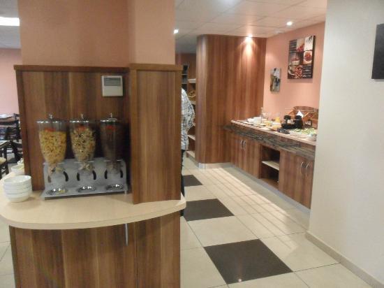 Brit Hotel du Parc : Breakfast room