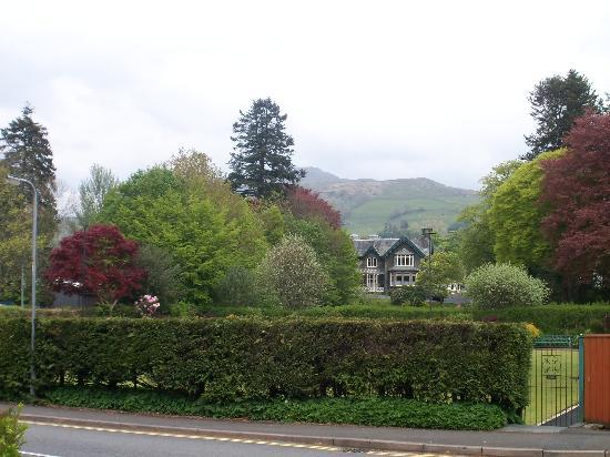 Ambleside Lodge: Hotel in distance and grounds