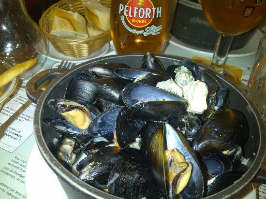 Leon de Bruxelles: Mussels and beer
