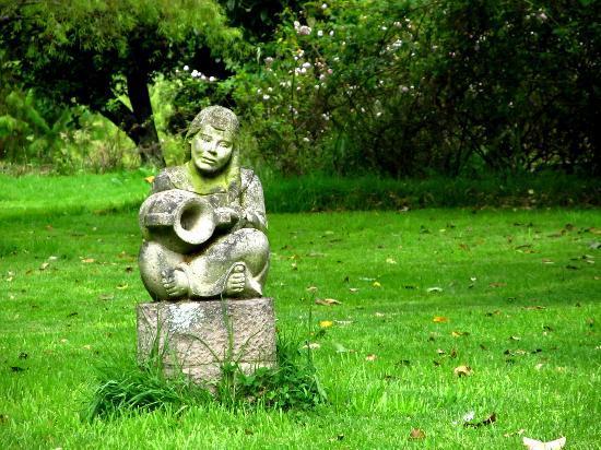 Posada del Puruay: escultura en piedra