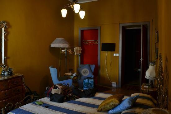 Pensione Orizzonte: La chambre avec vue sur la Via Po